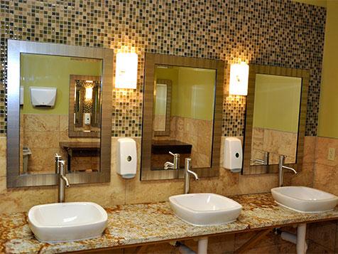 Fitness Evolution Franchise bathroom