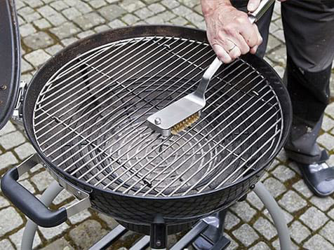 The BBQ Cleaner - every house owns a grill