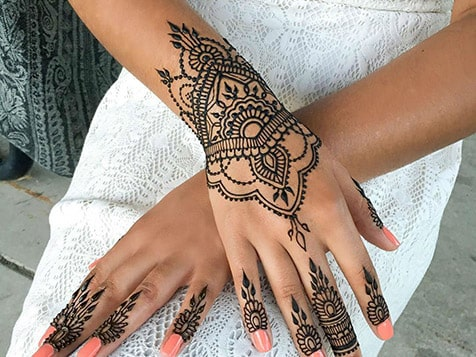 Offer Henna Tattoos with a Touch n Glow Studio Franchise